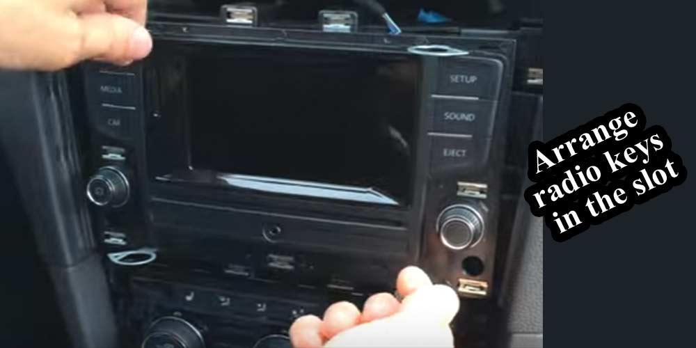 Arrange-radio-keys-in-the-slot